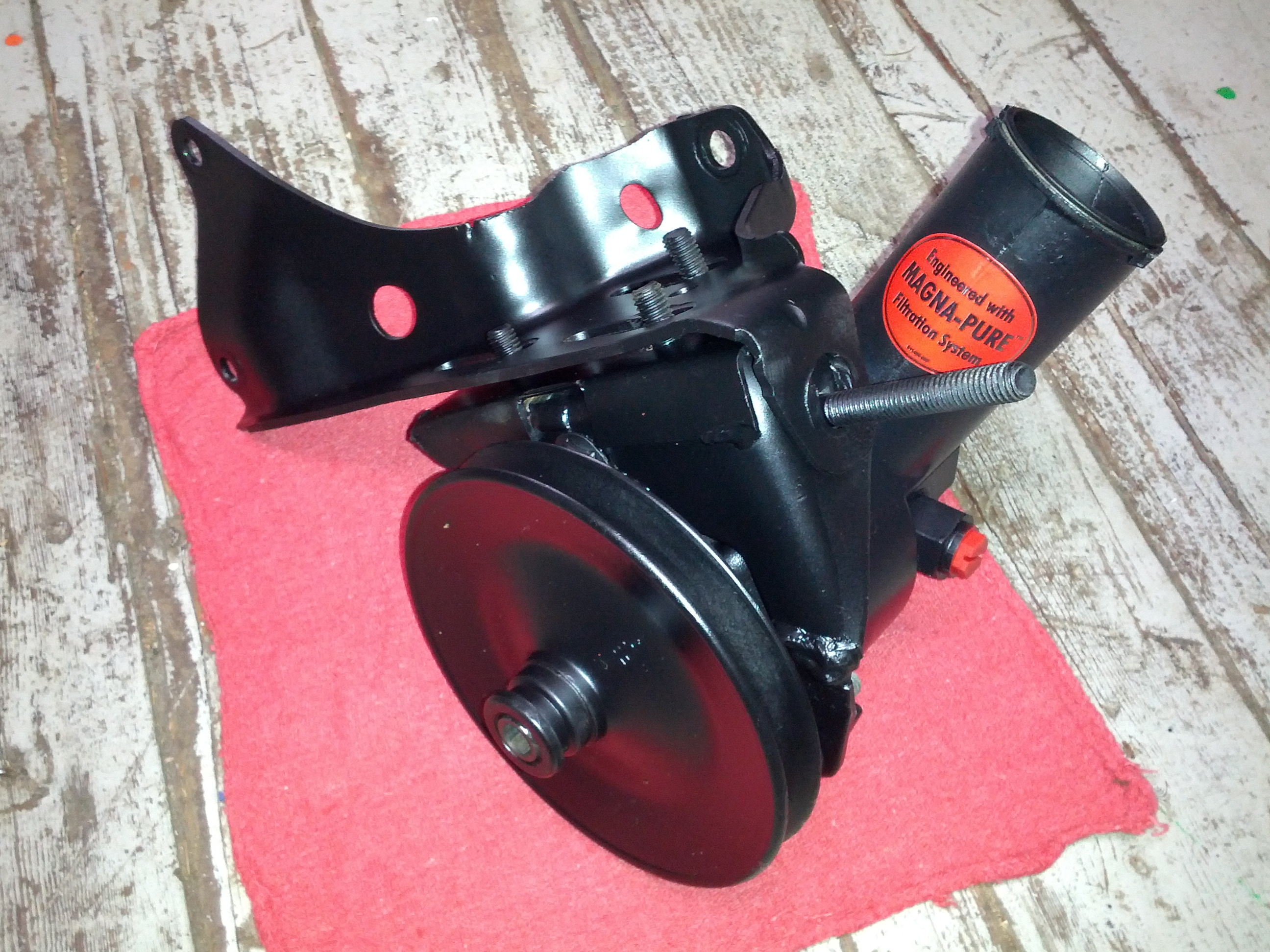 Power Steering pump with cleaned up brackets